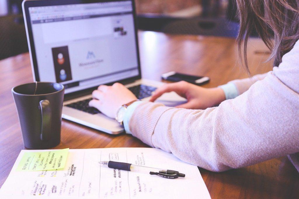 student, typing, keyboard-849822.jpg